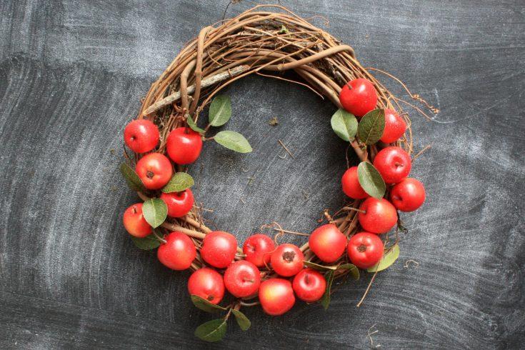 DIY Fall Apple Wreath